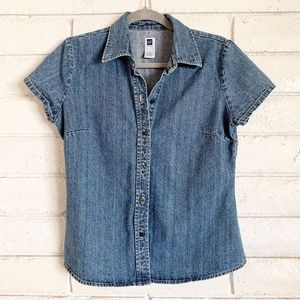Gap denim short sleeved button up top. Medium.